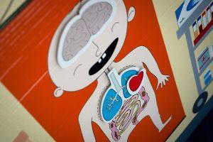 Detalle hospital infantil de cartón